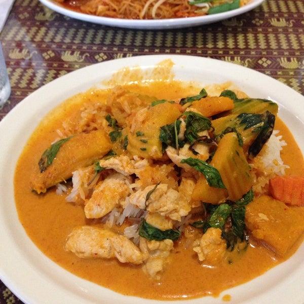 Снимок сделан в Naung Mai Thai Kitchen пользователем Juan M. 9/1/2014