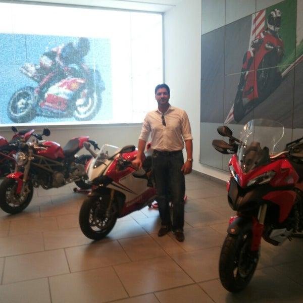 5/9/2013 tarihinde Richard R.ziyaretçi tarafından Ducati Motor Factory & Museum'de çekilen fotoğraf