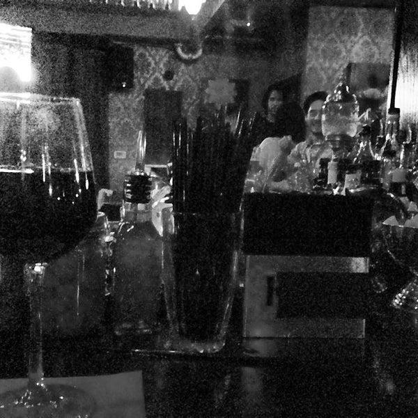 Foto tomada en Seventy7 Lounge por Joshua V. el 5/17/2013