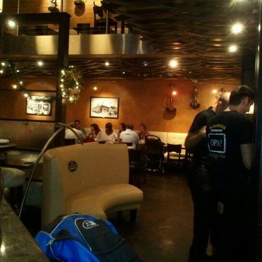 Foto tirada no(a) Acropolis Greek Taverna por Dan Sherman S. em 12/16/2012