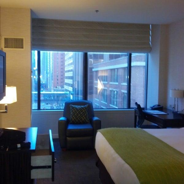 3/13/2013 tarihinde Deanna D.ziyaretçi tarafından MileNorth, A Chicago Hotel'de çekilen fotoğraf