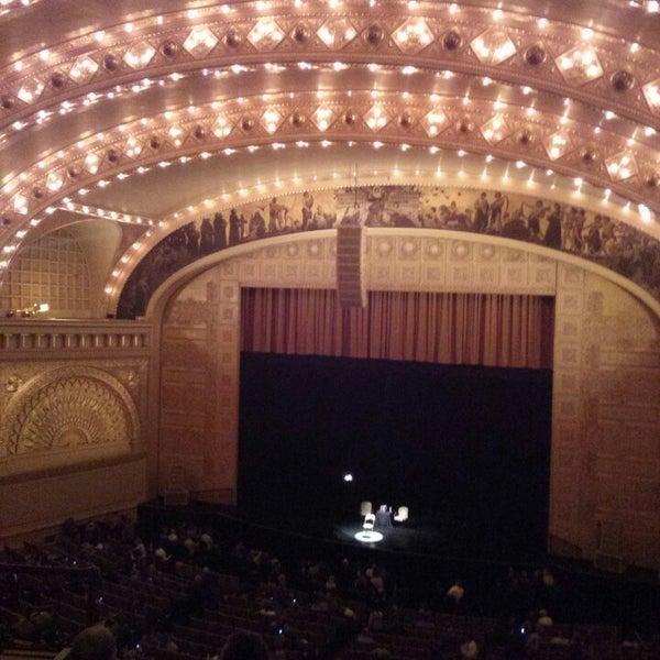 Foto diambil di Auditorium Theatre oleh Robert M. pada 5/10/2013