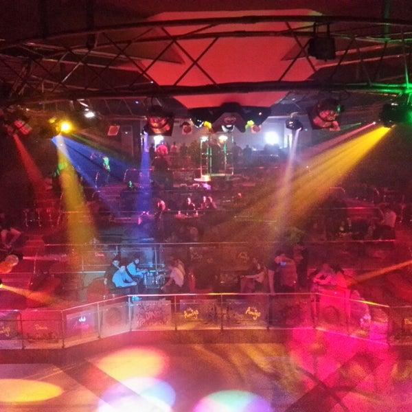 Ночной клуб амиго работа в москве в клубе ночном официантка