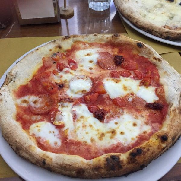Foto tomada en Pizzeria O' Vesuvio Napoletana Forno Legna por Anatoliy B. el 7/31/2017
