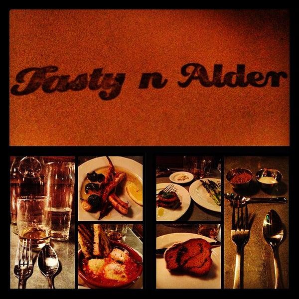 Foto diambil di Tasty 'N Alder oleh Samuel P. pada 3/23/2013