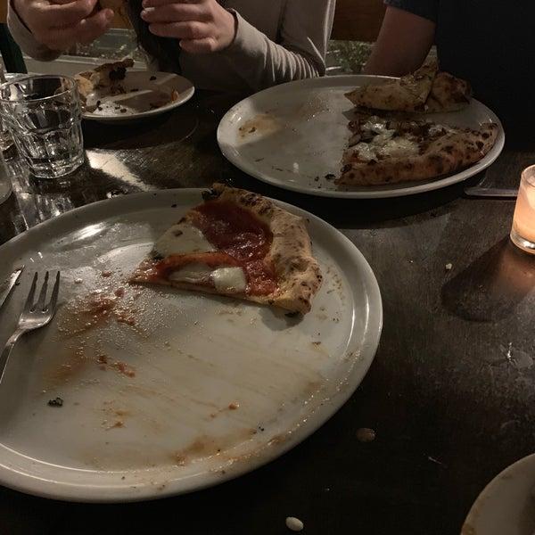 รูปภาพถ่ายที่ Sottocasa Pizzeria โดย Mike R. เมื่อ 4/14/2019