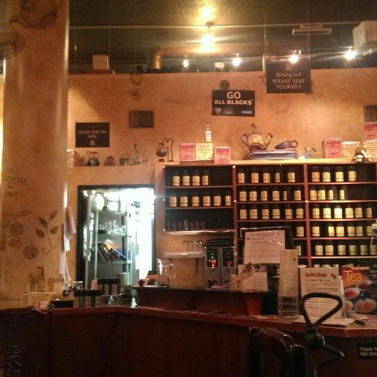 รูปภาพถ่ายที่ Tea Zone & Camellia Lounge โดย Jeff L. เมื่อ 4/13/2014