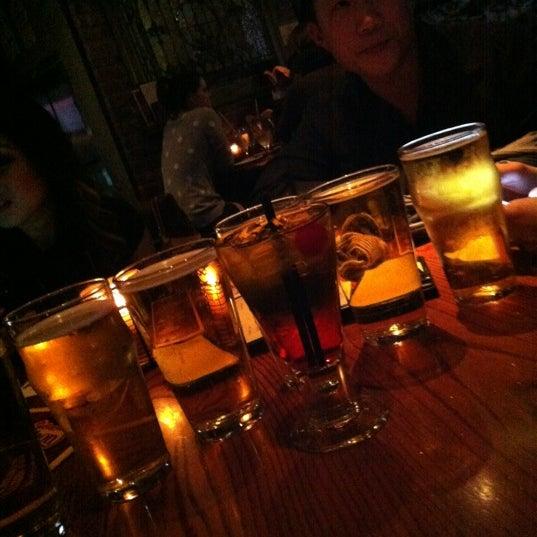 Foto tirada no(a) Bourbon Street Bar & Grille por Mike L. em 11/1/2012