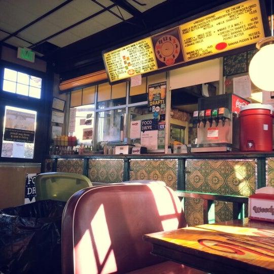 Foto scattata a Woody's Famous CheeseSteaks da David K. il 12/22/2012