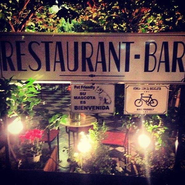 Foto scattata a Museo Evita Restaurant & Bar da Sol Z. il 5/14/2013