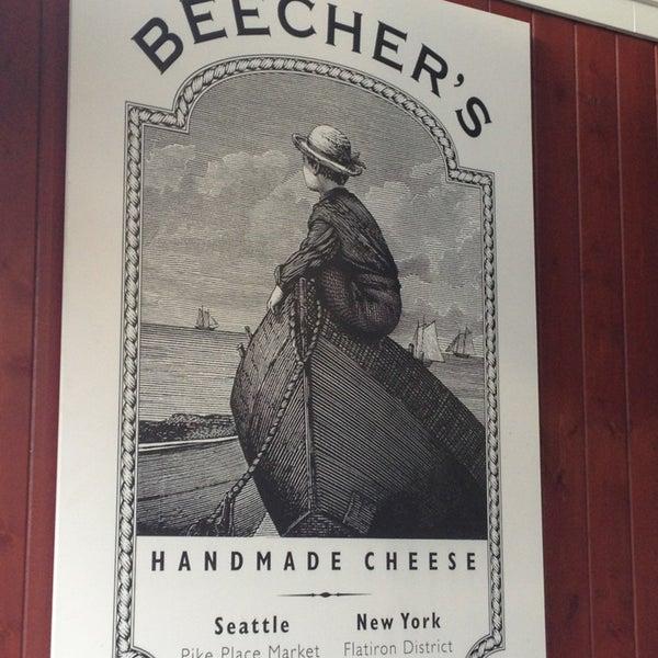 Das Foto wurde bei Beecher's Handmade Cheese von Susan G. am 2/8/2013 aufgenommen
