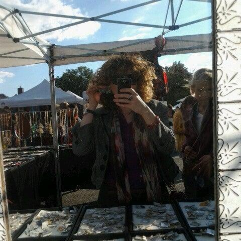 Photo prise au The Flea Market at Eastern Market par Alisa G. le10/21/2012