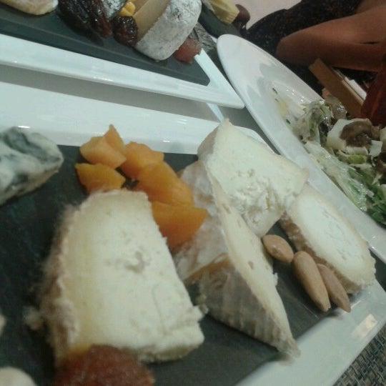 Foto scattata a Poncelet Cheese Bar da DARIO R. il 5/25/2013