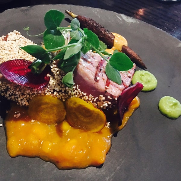 La decoración excelente y la comida es buena, el atún con costra de amaranto delicioso!!