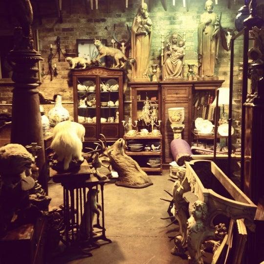 Foto tirada no(a) Camden Stables Market por Natalie B. em 9/27/2012