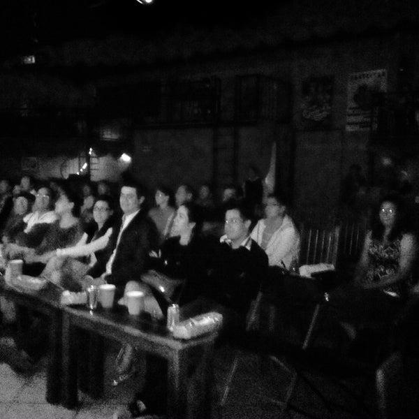 รูปภาพถ่ายที่ La Casona Del Arbol Teatro-Bar & Cocina Show Center โดย Raymundo R. เมื่อ 5/3/2014