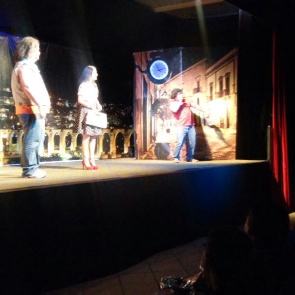 รูปภาพถ่ายที่ La Casona Del Arbol Teatro-Bar & Cocina Show Center โดย Raymundo R. เมื่อ 11/16/2014