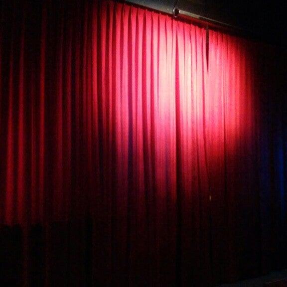 รูปภาพถ่ายที่ La Casona Del Arbol Teatro-Bar & Cocina Show Center โดย Raymundo R. เมื่อ 8/22/2014