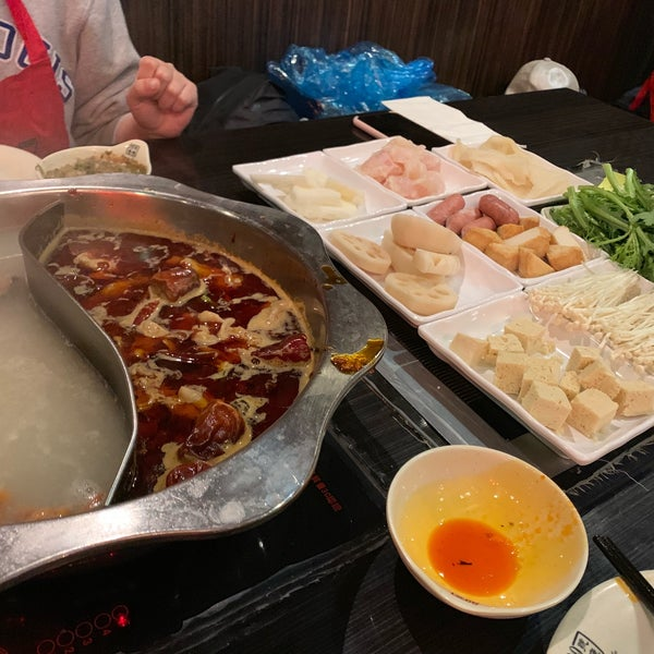Foto diambil di 99 Favor Taste 99號餐廳 oleh Hua L. pada 10/14/2018