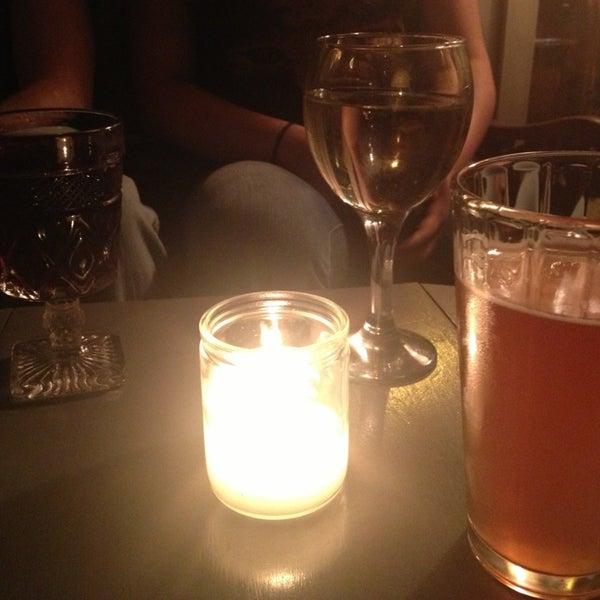 รูปภาพถ่ายที่ Shervin's Cafe โดย MELiSSA เมื่อ 6/13/2013