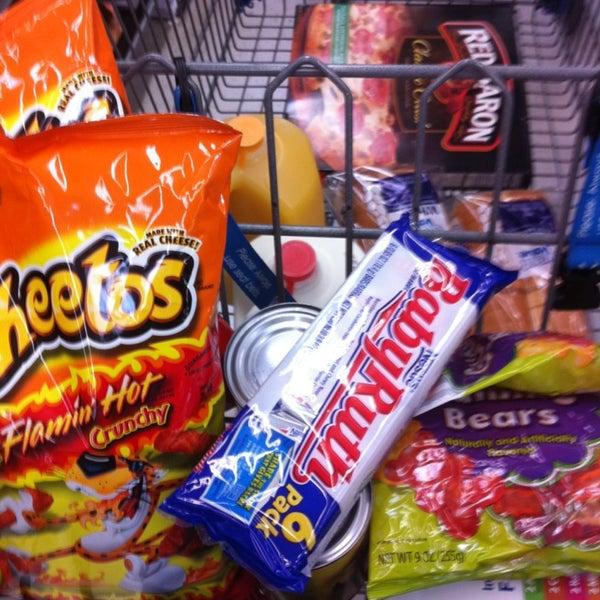 2/3/2013 tarihinde TWELVE AND TWO C.ziyaretçi tarafından Walmart'de çekilen fotoğraf