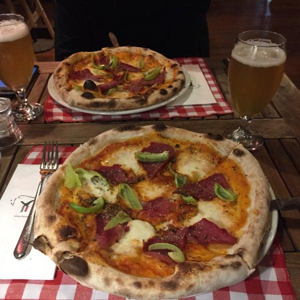 Das Foto wurde bei Il Vicino Pizzeria von Özcan D. am 11/25/2015 aufgenommen
