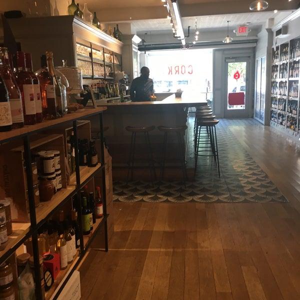 Foto scattata a Cork Wine Bar and Market da Cesar C. il 5/19/2019