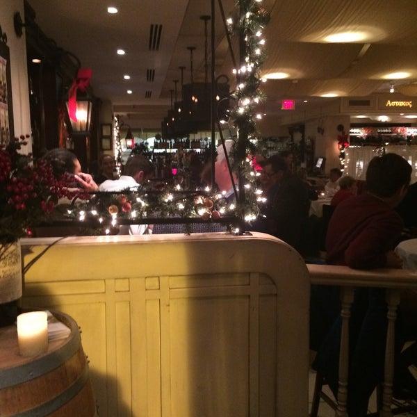 12/16/2015에 Cesar C.님이 Kellari Taverna에서 찍은 사진