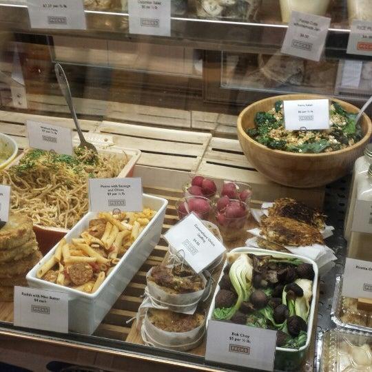 Foto scattata a Peck's Food da Eugene K. il 9/11/2014