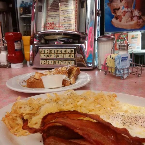 Foto tirada no(a) Rosie's Diner por David H. em 10/7/2015