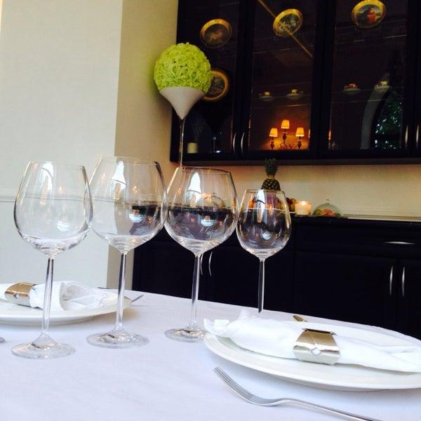 Очень приятное место! Вкусно, уютно. Красивая посуда и приборы радуют отдельно. Цены разнообразные.