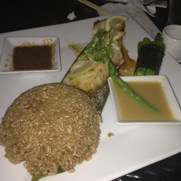 Foto tirada no(a) Obba Sushi & More por Mel D. em 2/5/2013