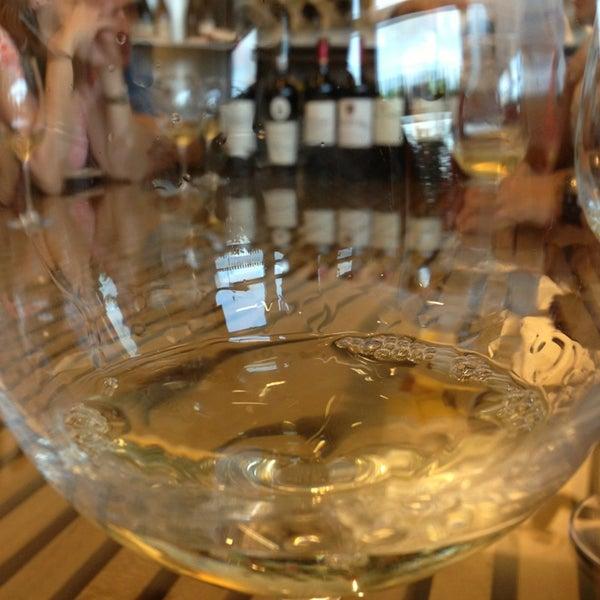 Foto diambil di Wine By The Bay oleh Carlos F. pada 7/30/2013