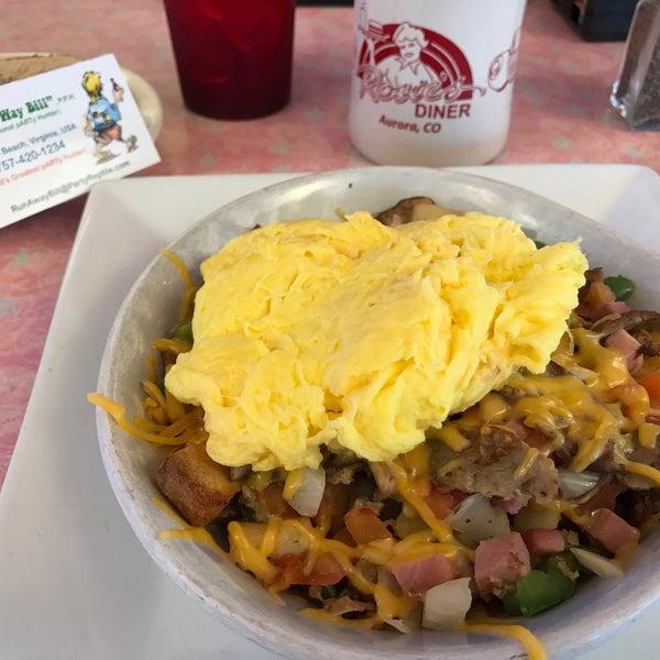Foto tirada no(a) Rosie's Diner por RunAway B. em 6/5/2017