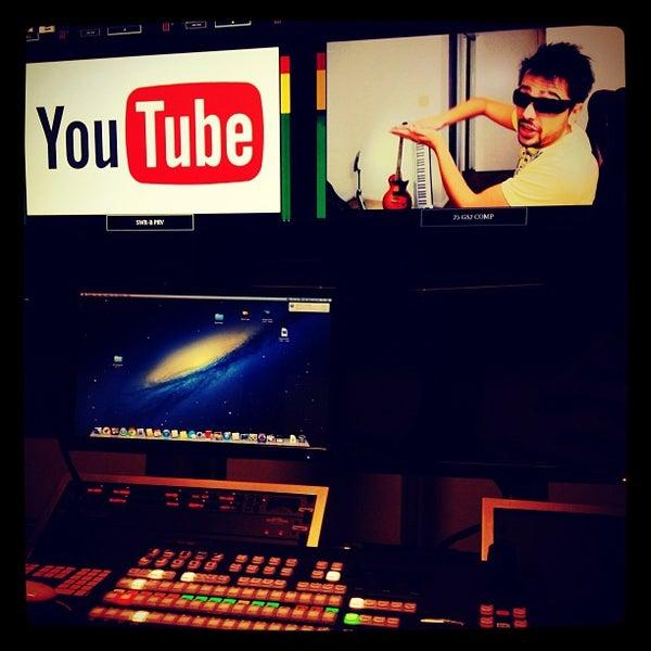Снимок сделан в YouTube Space LA пользователем Working Class F. 12/13/2012