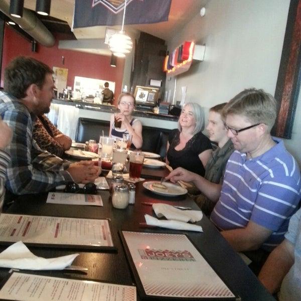 3/18/2013にSean W.がJoey's Pizzeriaで撮った写真