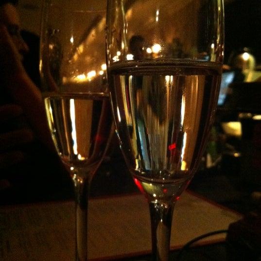 Foto tirada no(a) Bistro Chat Noir por Clayton W. em 11/17/2012