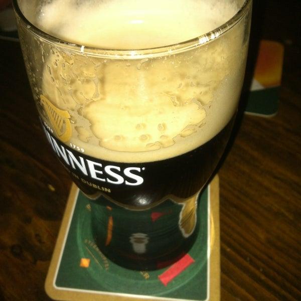 Foto tirada no(a) Tigin Irish Pub por Michael S. em 2/22/2013