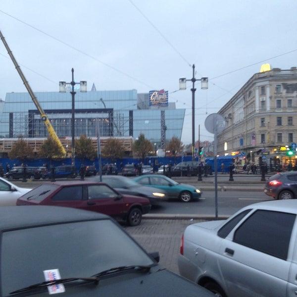 Снимок сделан в Сенная площадь пользователем Dmitry T. 10/11/2013
