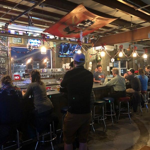 12/18/2018 tarihinde Matt N.ziyaretçi tarafından Oskar Blues Brewery'de çekilen fotoğraf