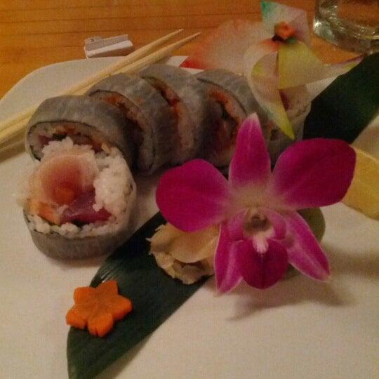 Das Foto wurde bei Mura Japanese Restaurant von Gina B. am 10/26/2012 aufgenommen