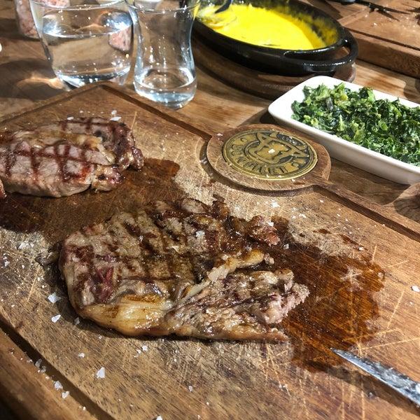 1/13/2020 tarihinde Adnan B.ziyaretçi tarafından Bonfilet Steak House & Kasap'de çekilen fotoğraf