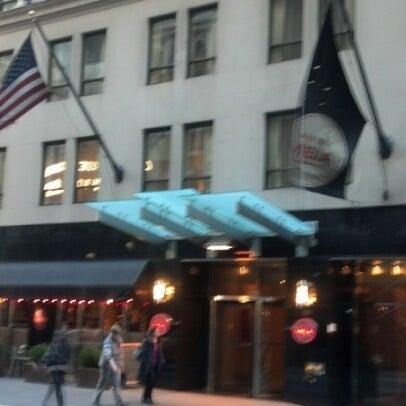 Снимок сделан в Hotel MELA пользователем Artie W. 1/20/2013