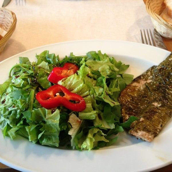 Foto tomada en Sıdıka Meze Restoranı por Pervin I. el 1/25/2013