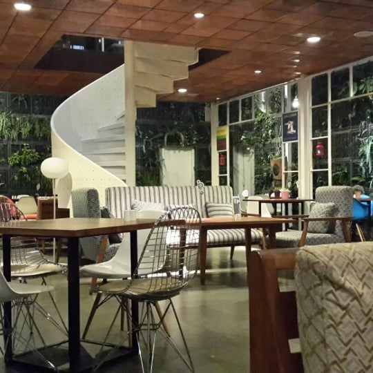 The best interior cafe I have ever seen in Bandung. No AC, but it still relaxing. The meals are also awesome. I want a corner like this in my house.