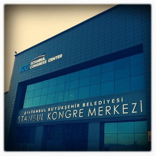 รูปภาพถ่ายที่ İstanbul Kongre Merkezi โดย Melissa M. เมื่อ 11/9/2012
