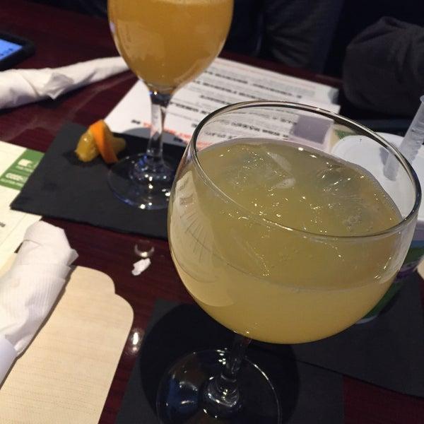 Das Foto wurde bei Ashburn Pub von Gina T. am 1/1/2017 aufgenommen
