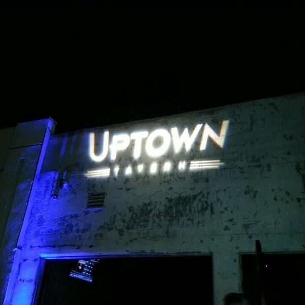 Das Foto wurde bei Uptown Tavern von Edwin H. am 6/9/2013 aufgenommen