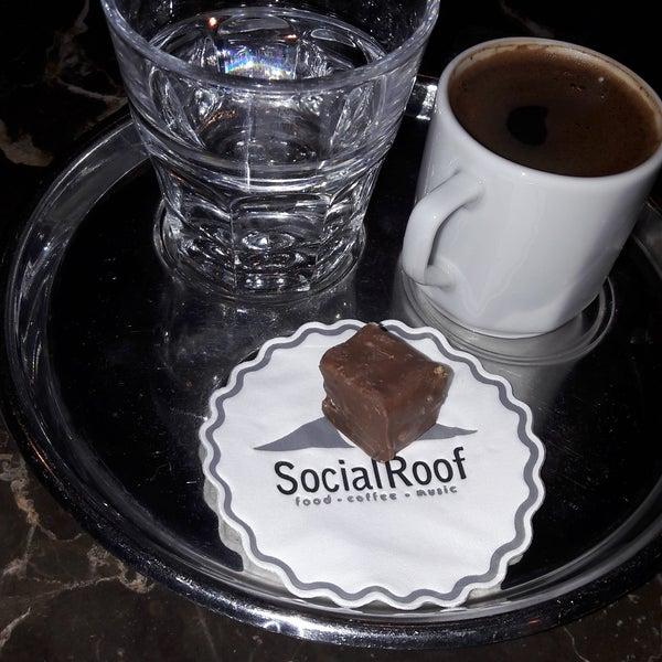 Das Foto wurde bei Social Roof FCM Cafe von Ali P. am 5/21/2017 aufgenommen