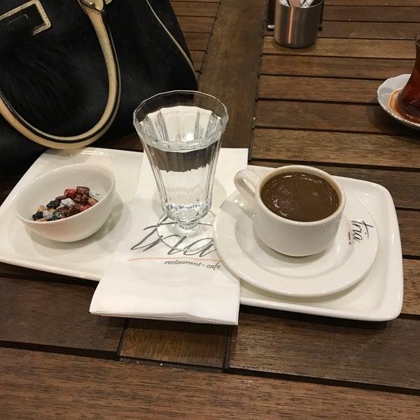 Foto tomada en Tria Restaurant Cafe por Sedat A. el 10/22/2017